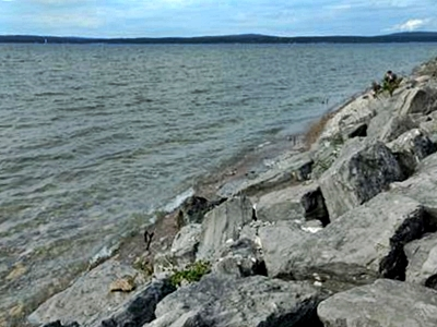 Here is the rock bed where I found the glass. The main patch can be seen where the gentleman in the photo is sitting.