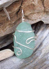 Wire wrapped sea glass pendant jewelry